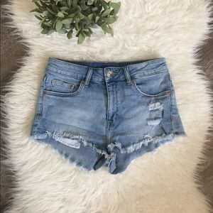 H&M high waisted distressed jean shorts size 6